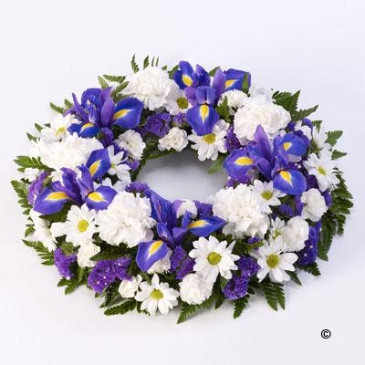 Classic Wreath   Blue and White *